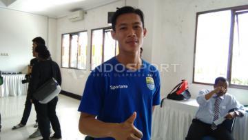 Henhen Herdiana tetap semangat mesti tak dipanggil Timnas U-22 dalam laga uji coba melawan Myanmar.