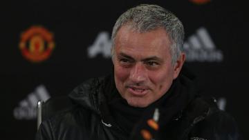 Pelatih Manchester United, Jose Mourinho saat menjawab pertanyaan wartawan dalam sesi konferensi pers.
