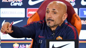 Pelatih AS Roma, Luciano Spalletti dalam sebuah konferensi pers.