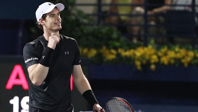 Andy Murray selebrasi setelah berhasil memenangkan pertandingan.