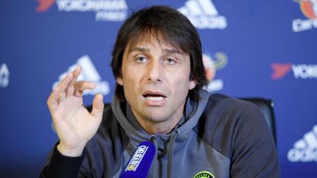 Pelatih Chelsea, Antonio Conte dalam konferensi pers. - INDOSPORT