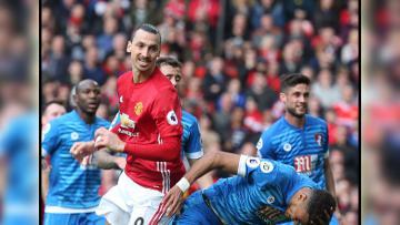 Duel sengit antara Zlatan Ibrahimovic dengan Tyrone Mings.