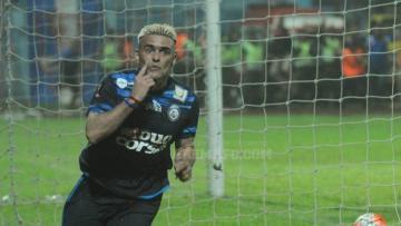 Selebrasi Cristian Gonzales usai bobol gawang Semen Padang.