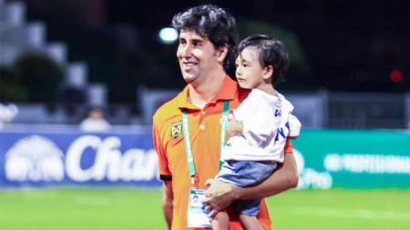 Stefano Cugurra Teco dan anaknya Romario Cugurra Rodrigues - INDOSPORT