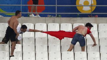 Kerusuhan antara fans Inggris dan fans Rusia di Piala Euro 2016 silam.