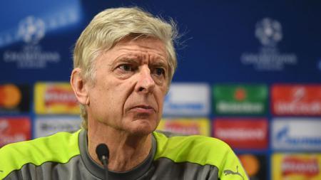Arsene Wenger dalam sebuah konferensi pers. - INDOSPORT