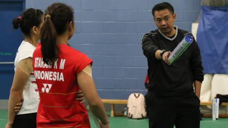 Pelatih ganda putri Indonesia, Eng Hian ternyata memiliki seorang istri yang berprofesi sebagai pramugari. - INDOSPORT