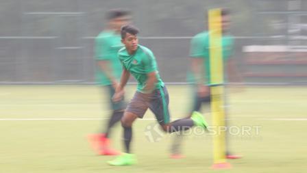 Pemain asal Persib Bandung, Febri Hariyadi (tengah) pada seleksi tahap ketiga Timnas U-22.