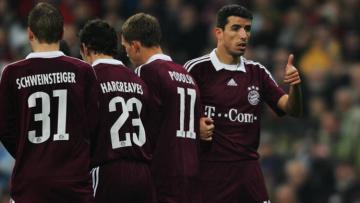 Roy Makaay, Bastian Schweinsteiger, Lukas Podloski, dan Owen Hargreaves membentuk tembok di laga melawan Real Madrid 10 tahun lalu.