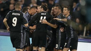 Pemain Real Madrid melakukan selebrasi bersama Sergio Ramos.