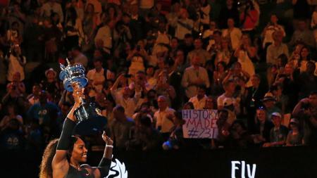 Serena Williams saat menjadi juara Australia Terbuka. - INDOSPORT