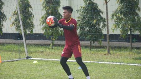 Kiper seleksi Timnas Indonesia U-22, Kurniawan Kartika Ajie. - INDOSPORT