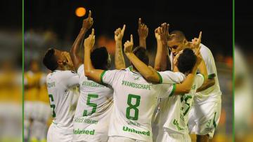 Selebrasi para pemain Chapecoense dalam kemenangan atas Zulia dalam debut di kompetisi Copa Libertadores 2017.
