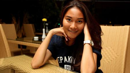 Deliana Fatmawati menjadi wasit wanita pertama Indonesia yang mengantongi lisensi FIFA. - INDOSPORT