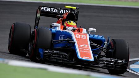 Rio Haryanto saat tampil bersama Tim Manor Racing. - INDOSPORT