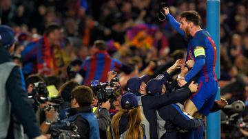 Lionel Messi merayakan kemenangannya atas PSG.
