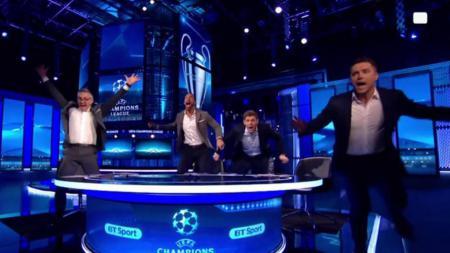 Michael Owen bersama Gary Lineker, Rio Ferdinand, dan Steven Gerrard. - INDOSPORT
