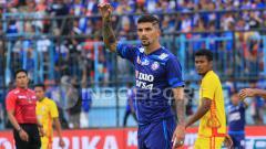 Indosport - Bek tengah Arema FC, Arthur Cunha.