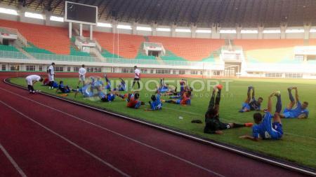 Uji coba lapangan Semen Padang di Stadion Pakansari. - INDOSPORT