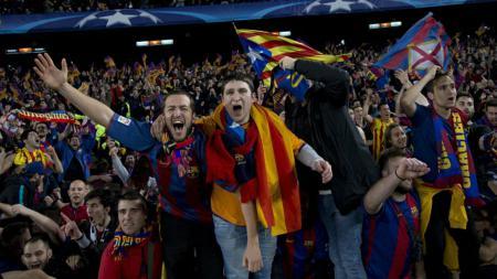 Kelompok garis keras penggemar Barcelona bentrok dengan suporter Espanyol di rumah sakit corona. - INDOSPORT