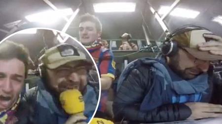Seorang penyiar radio berbasiskan Barcelona, Gerard Romero, tampak menangis karena terharu.