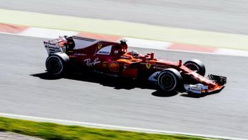 Kimi Raikkonen dalam tes pramusim hari terakhir di Sirkuit Catalunya.
