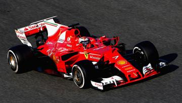 Pembalap Ferrari, Kimi Raikkonen ketika menggeber mobilnya di Barcelona.