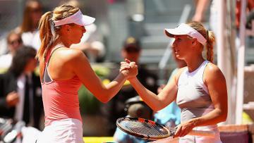 Maria Sharapova (kiri) dan Caroline Wozniacki.