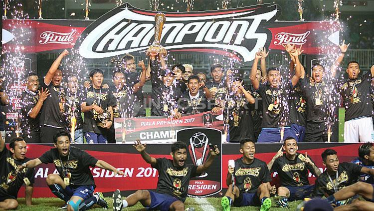 Arema FC Juara Piala Presiden 2017. Copyright: INDOSPORT/Herry Ibrahim.