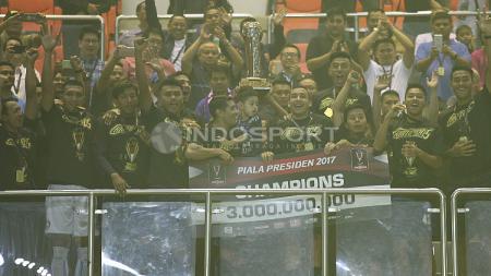 Arema FC merayakan gelar juara Piala Presiden 2017. - INDOSPORT