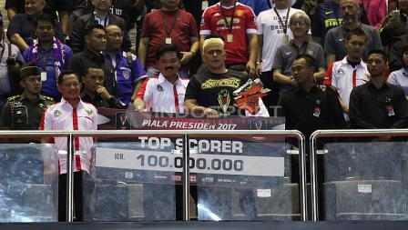 Cristian Gonzales raih gelar top scorer Piala Presiden 2017.