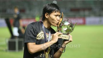 Pemain terbaik Piala Presiden 2017, Adam Alis Setyano, menjadi salah satu pemain Timnas All Star lawan Persijap Jepara.