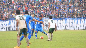Persebaya Surabaya menyerah dari PSIS Semarang dalam laga uji coba di Stadion Jatidiri.