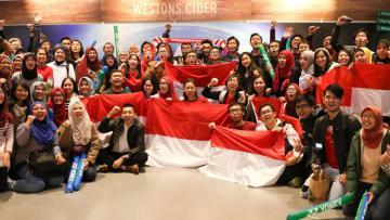 Suporter Bulutangkis saat mendukung wakil Indonesia di turnamen Internasional.