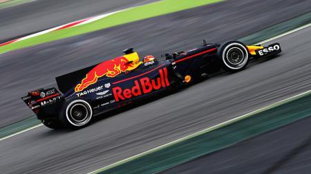 Max Verstappen saat dalam lintasan balap. - INDOSPORT