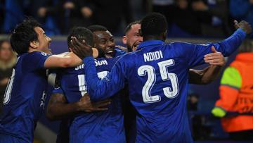 Para pemain Leicester City melakukan selebrasi.