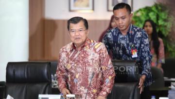 Wakil Presiden, Jusuf Kalla, pimpin rapat tertutup Asian Games 2018 di Kantor Kementerian Pemuda dan Olahraga (Kemenpora).