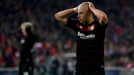 Ekspresi Chicharito saat kalah melawan Atletico Madrid. - INDOSPORT