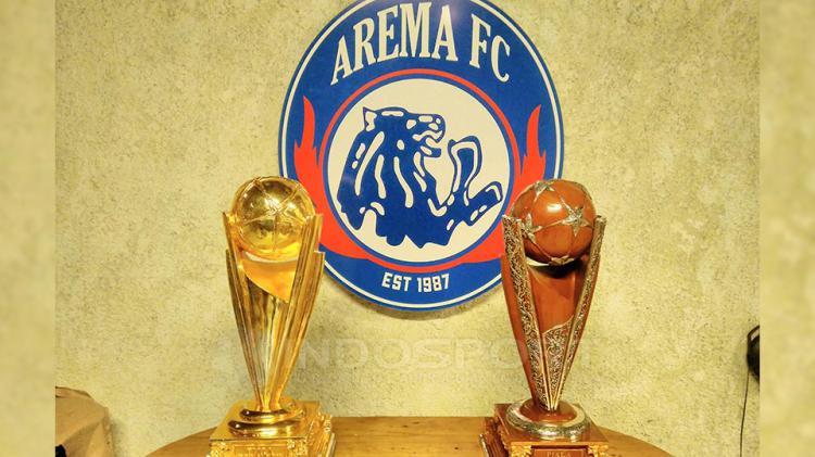 Trofi Piala Presiden 2017 yang diraih Arema FC. Copyright: Ian Setiawan/Indosport