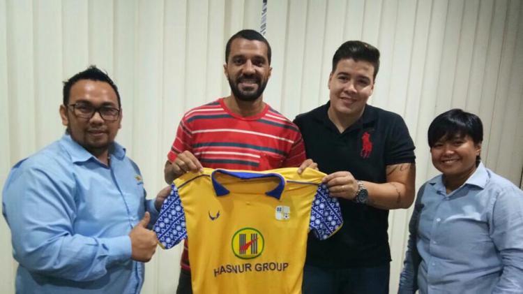Barito Putera resmi mendatangkan Thiago Cunha sebagai rekrutan anyar. Copyright: Twitter @PSBaritoPutera