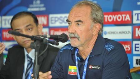 Pelatih Timnas Myanmar, Gerd Zeise. - INDOSPORT