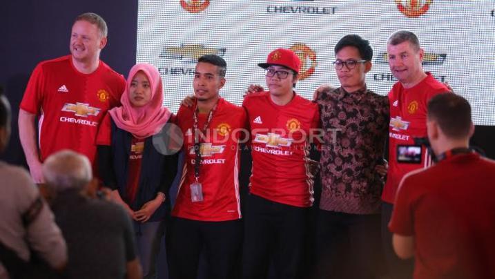 Momen Dua Legenda MU Sapa Fans di Jakarta