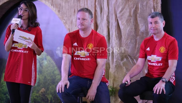 David May (tengah) dan Denis Irwin (kanan) melakukan sesi tanya jawab.