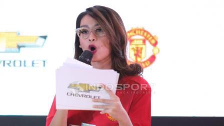 Presenter cantik, Conchita Caroline, tampil sebagai pembawa acara.