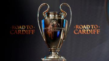 Trofi Liga Champions saat dipamerkan di drawing 8 besar.