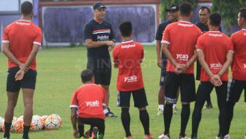 Para pemain Bali United saat menjalani latihan.