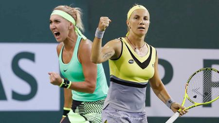 Elena Vesnina (kiri) dan Svetlana Kuznetsova. - INDOSPORT