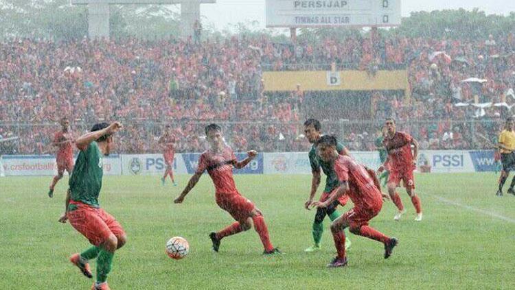 Situasi pertandingan Timnas All Star vs Persijap Jepara. Copyright: Ghozi El Fitra/INDOSPORT
