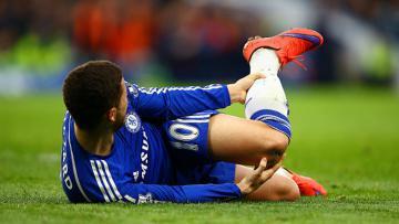 Eden Hazard saat mengalami cedera pada laga saat melawnan Stoke City 04/04/15.