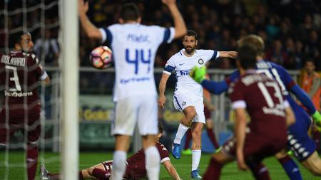 Antonio Candreva membuat gol penyama kedudukan bagi Inter Milan saat hadapi Torino. - INDOSPORT